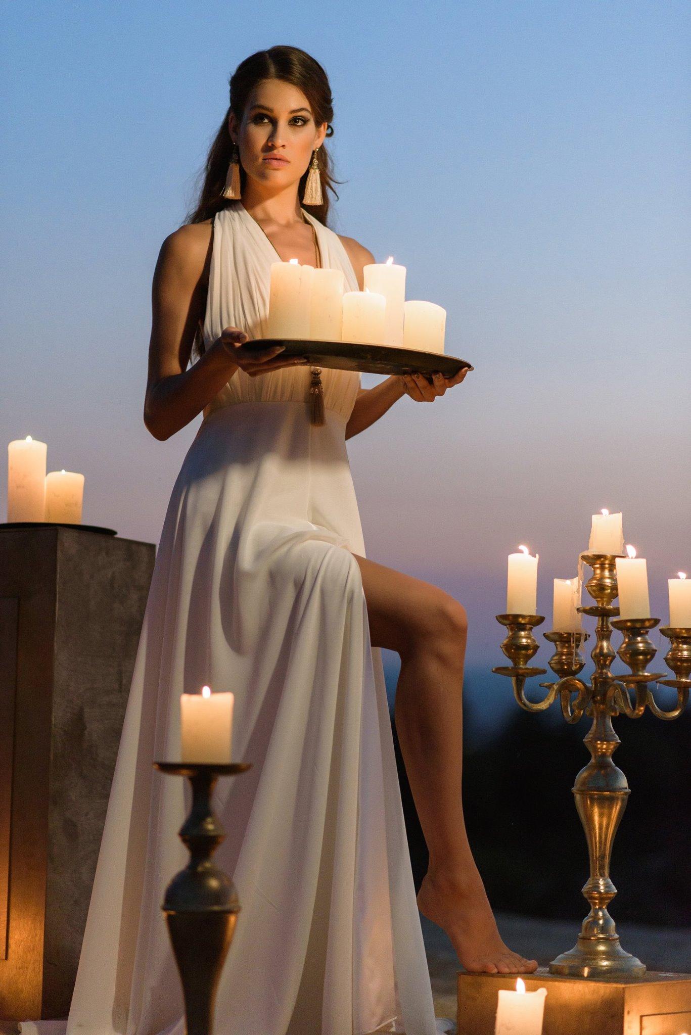Nagy Ágota - Oázis menyasszonyi ruha kivágott gyertyák 2
