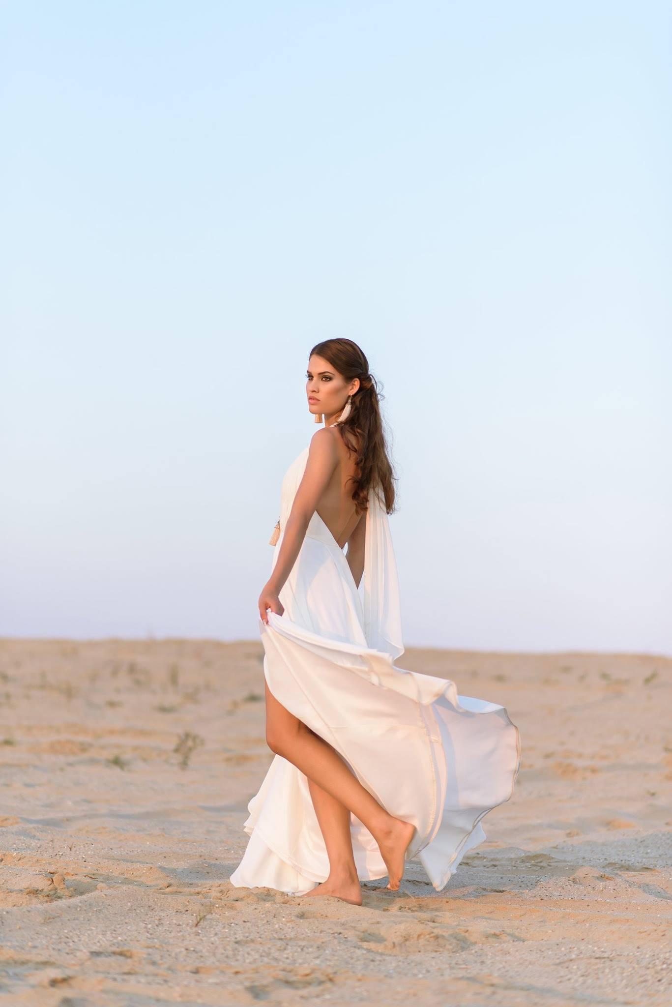 Nagy Ágota - Oázis menyasszonyi ruha kivágott hátulról