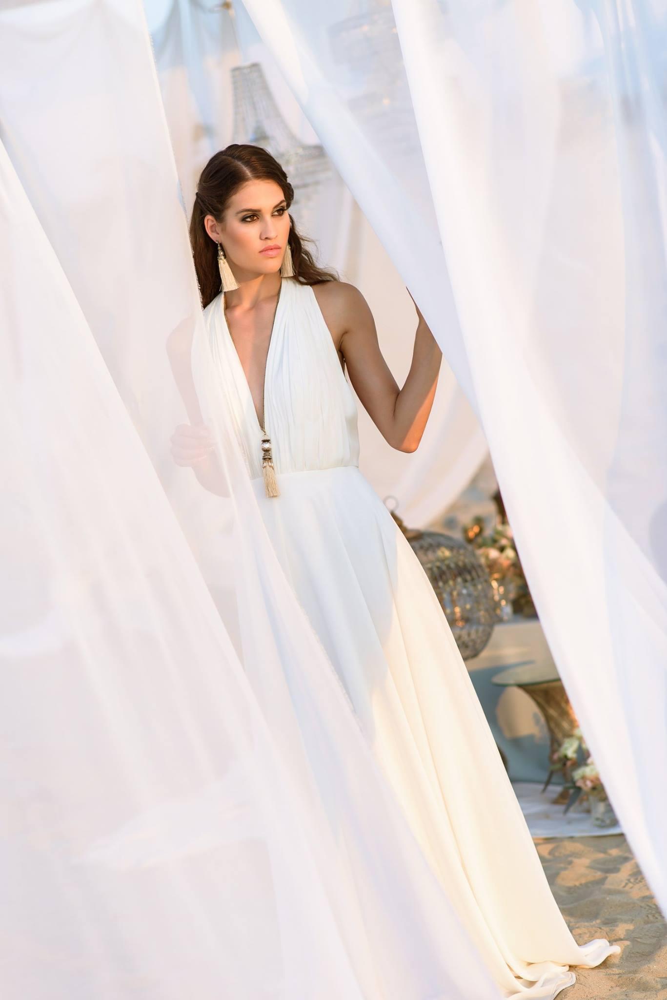 Nagy Ágota - Oázis menyasszonyi ruha kivágott elölről