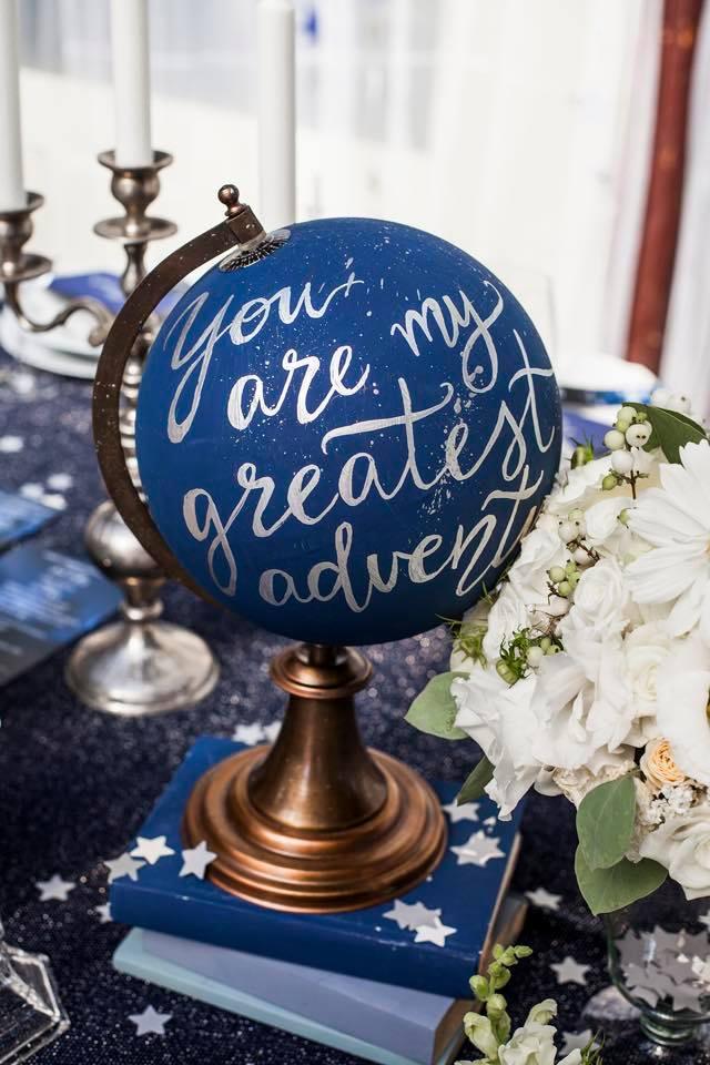 Borzi Vivien esküvő - kék földgömb dekoráció