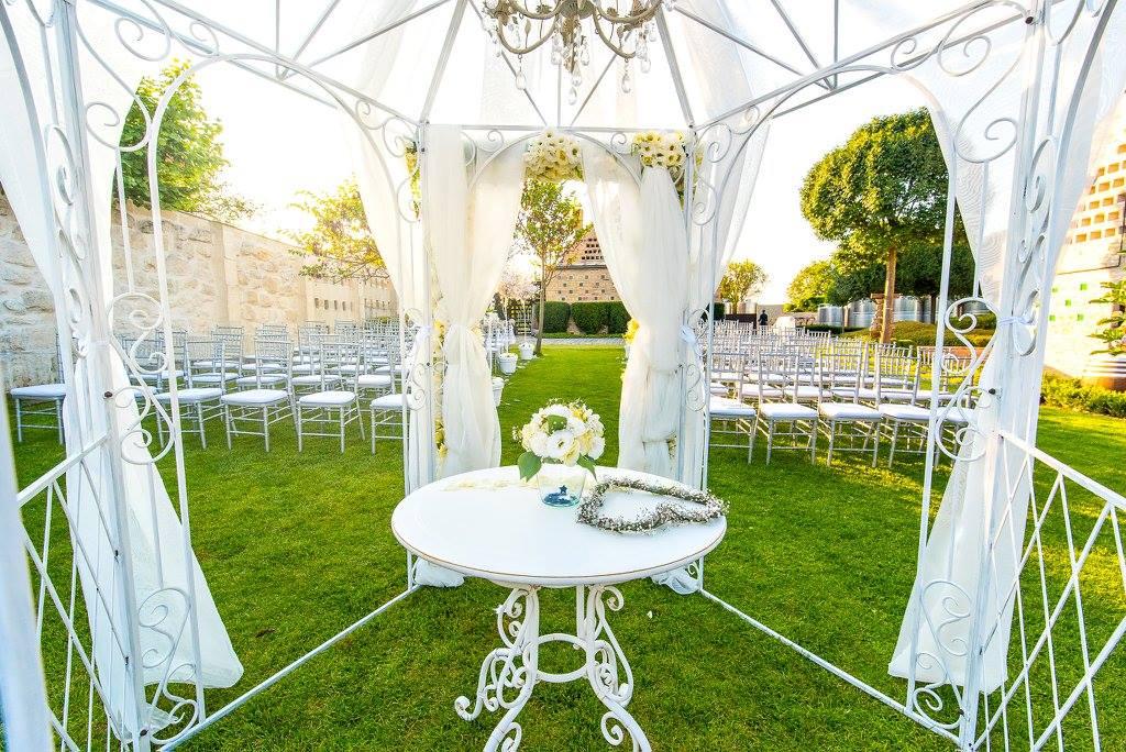 Borzi Vivien esküvő - kerti dekoráció