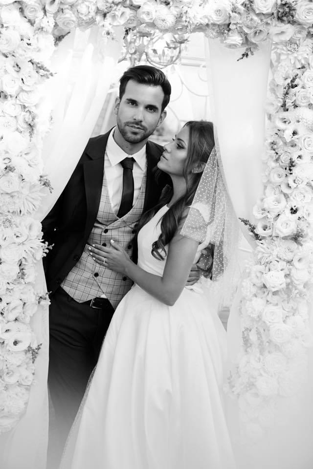 Borzi Vivien esküvő - párfotó fekete fehér