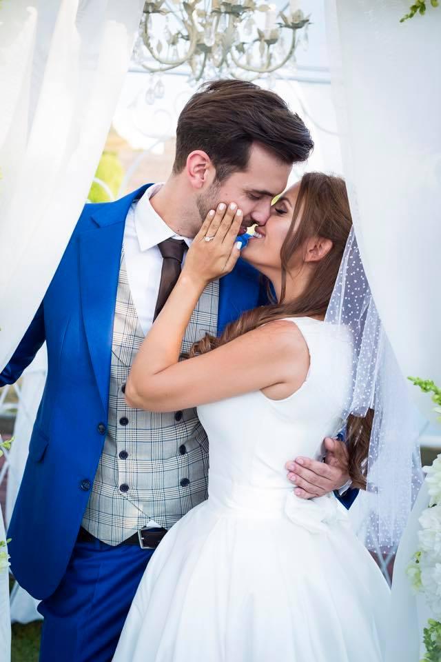 Borzi Vivien esküvő - párfotó csók
