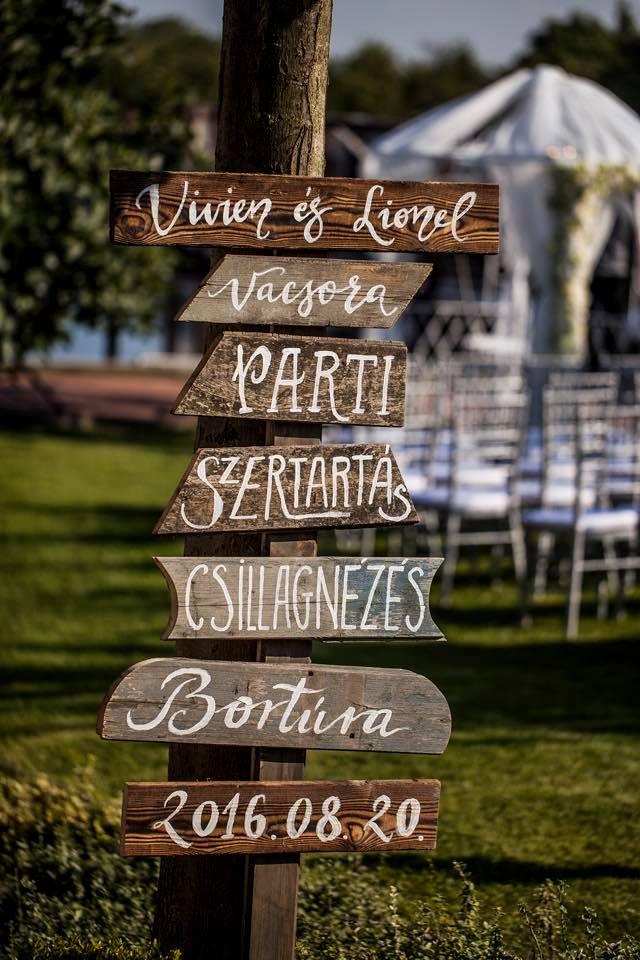 Borzi Vivien esküvő - fa táblák