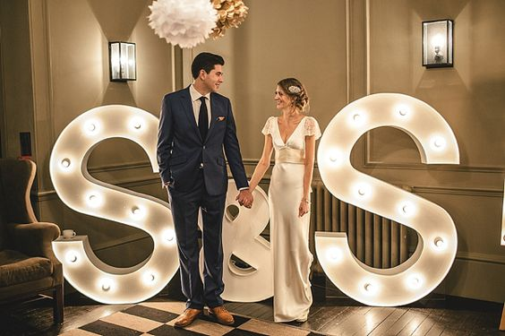esküvői kreatív fotóhátterek - óriás betűk S and S
