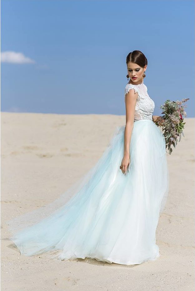 Nagy Ágota - Oázis menyasszonyi ruha - penész zöld oldalról