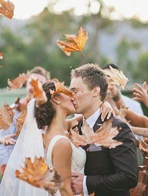 őszi egyedi esküvői fotó levelek